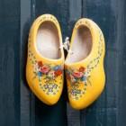 Schoenen in spreekwoorden van klomp, slof, laars tot schaats